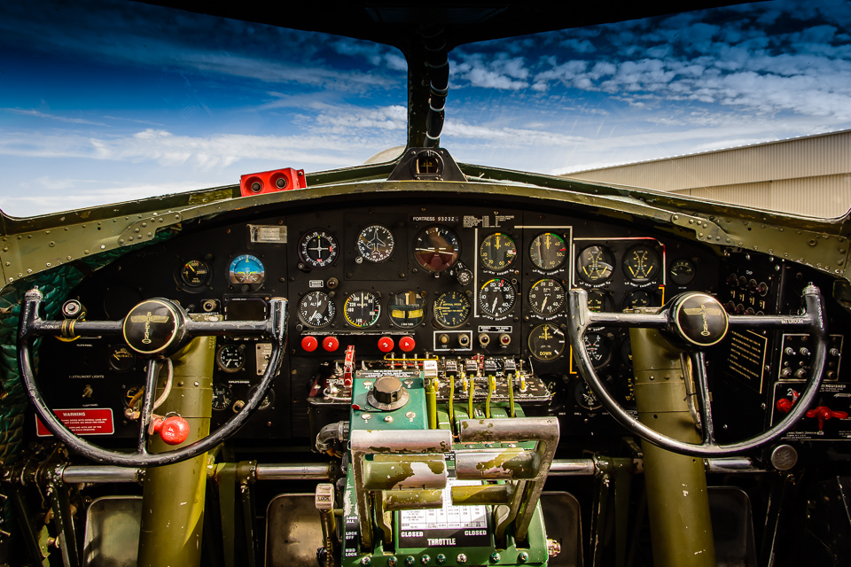 b17-flying-fortress-cockpit-mcauliffe-6380