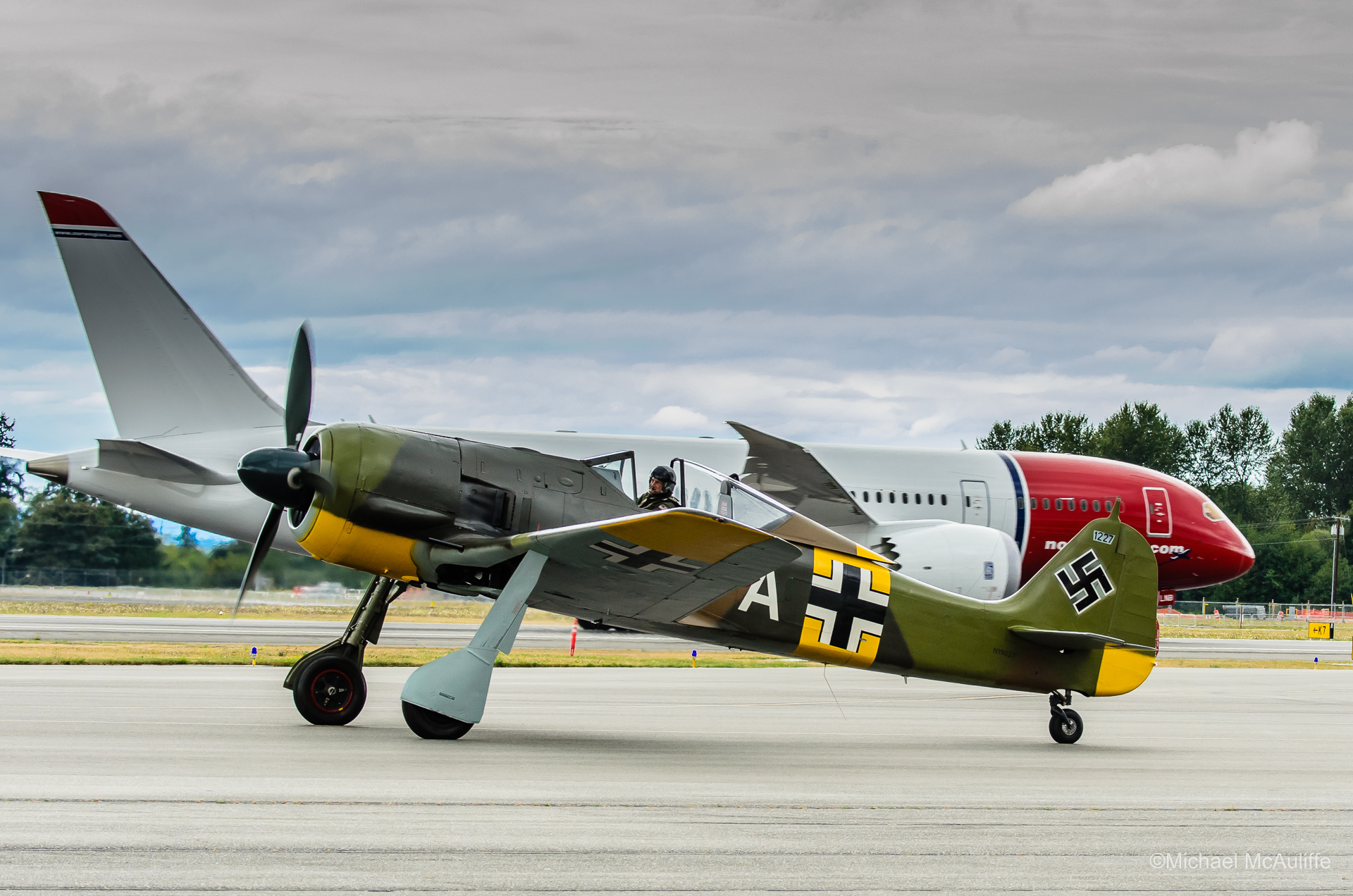 Focke-Wulf Fw 190 A-5 and Boeing 787 Dreamliner